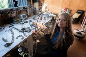 Portrait of artist Sarah Elson in their studio by photographer Eva Fernandez